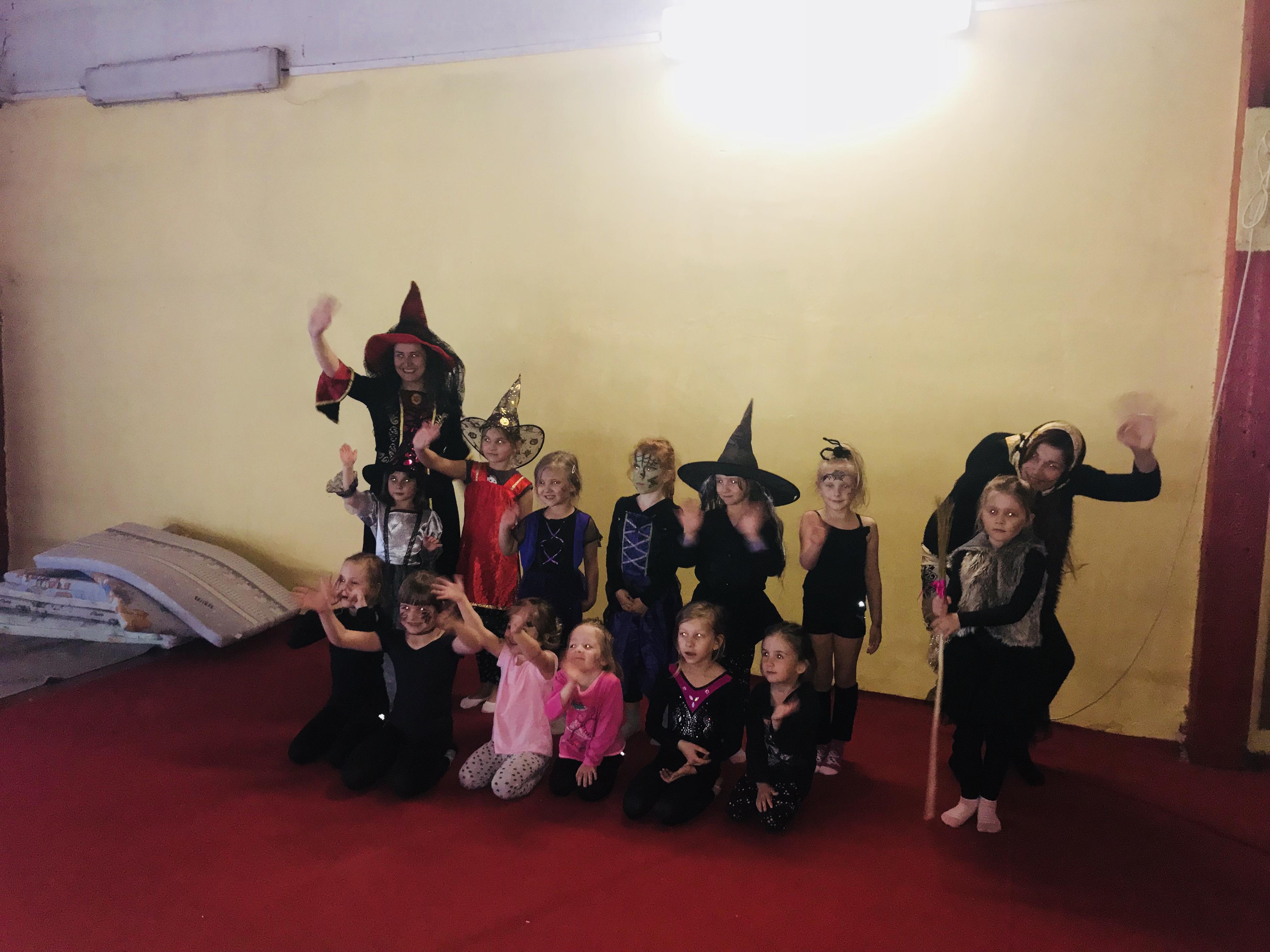 http://gymnastika-hk.cz//public/galerie/fotoalbum/2018_carodejnice/image6.jpeg